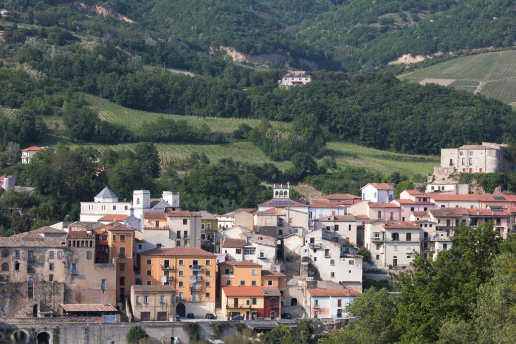 vista sul borgo di Tufo