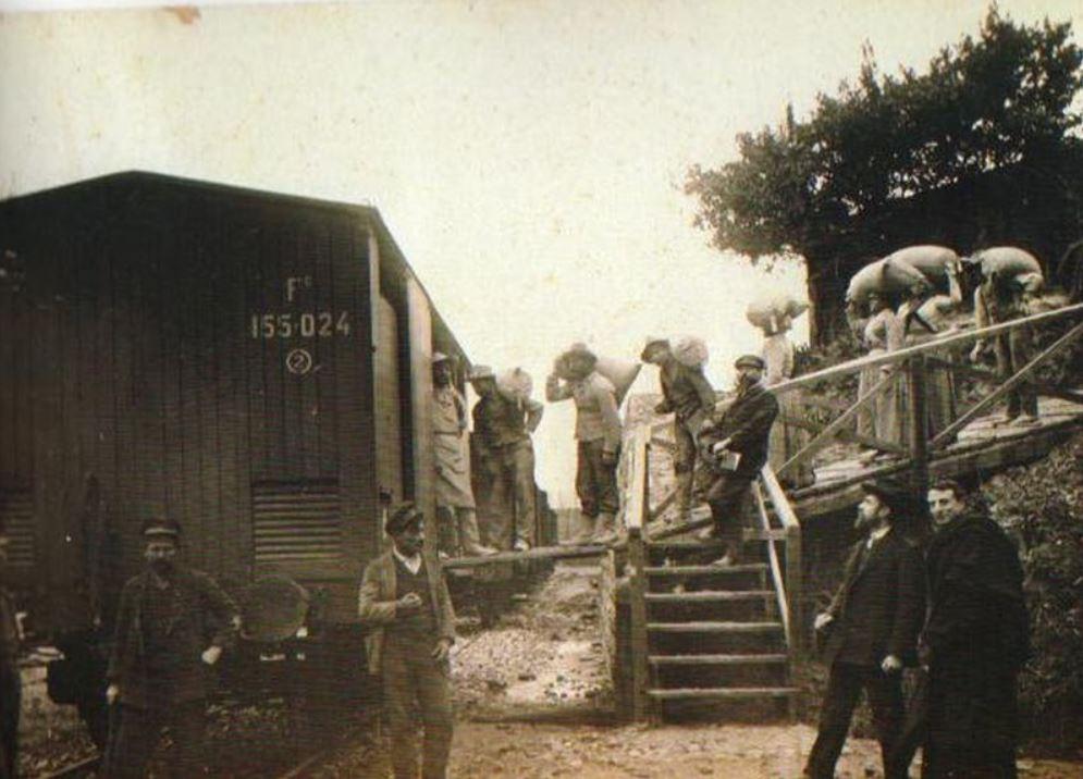 carico di zolfo presso la ferrovia di tufo